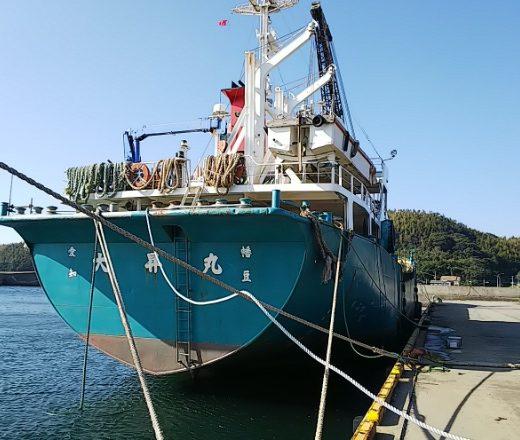 本船へのロープ巻取り